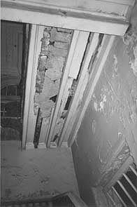 Samudra Villa: crumbling roof